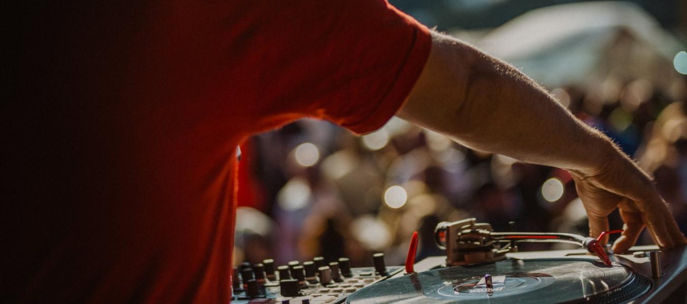 Concert DJs Ze Funkin English en direct @ Le Rond Point