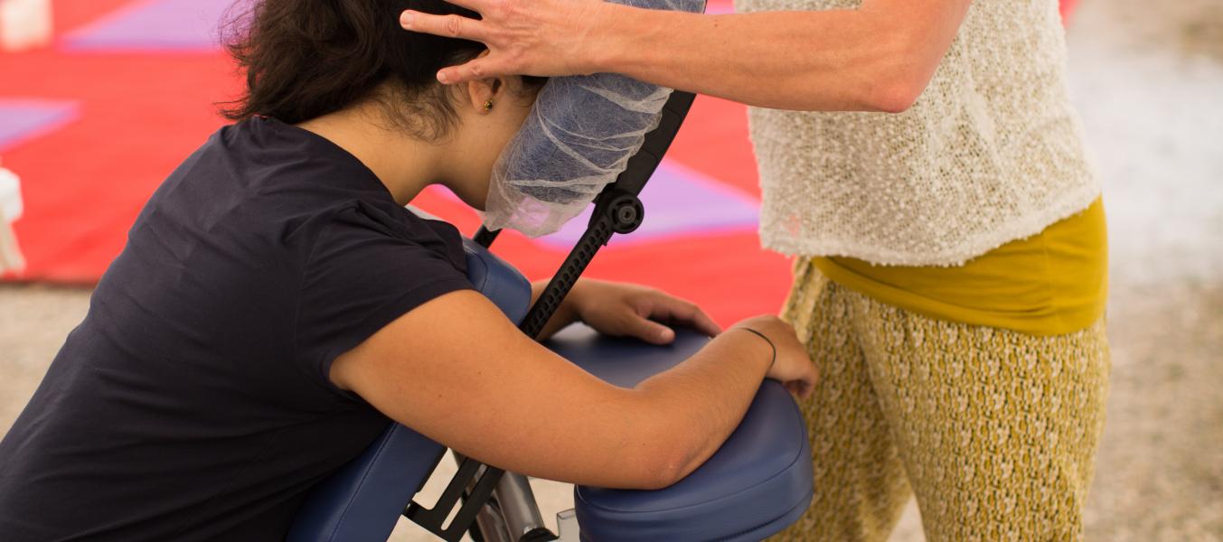 La pause au summum - Massage assis au sommet de la Saulire