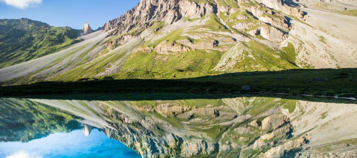 Contemplation au bord des lacs
