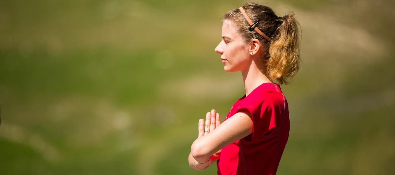 yoga sur la terrasse R du Mottaret