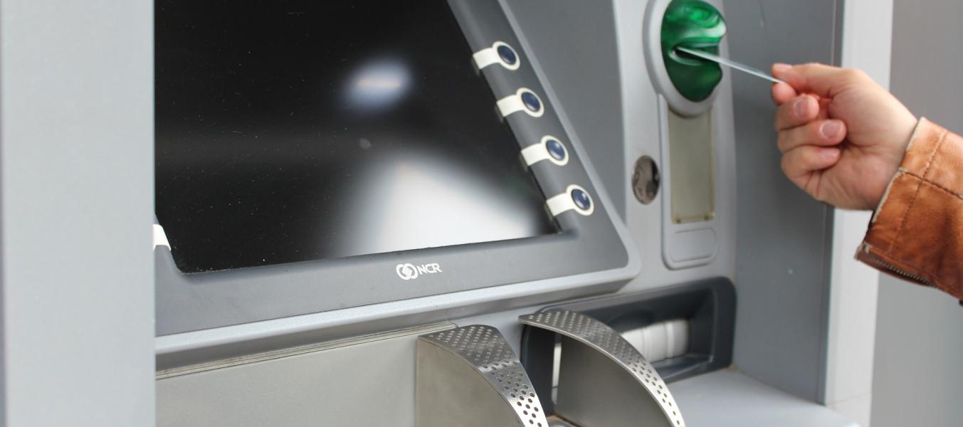 Distributeur automatique Banque Populaire des Alpes